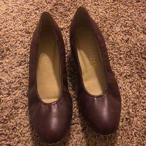 Bordeaux Vintage kitten heels